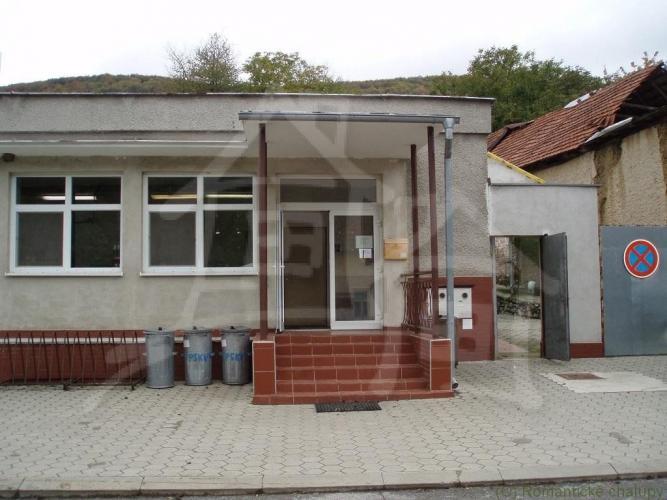Reality Štýlovo prerobený dom na bývanie a  budova na podnikanie   v podhorskej obci Šípkov na predaj