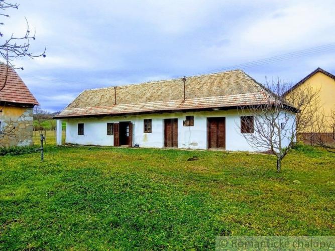 Reality Romantická chalupa s kamennou stodolou na veľkom pozemku v Poiplí