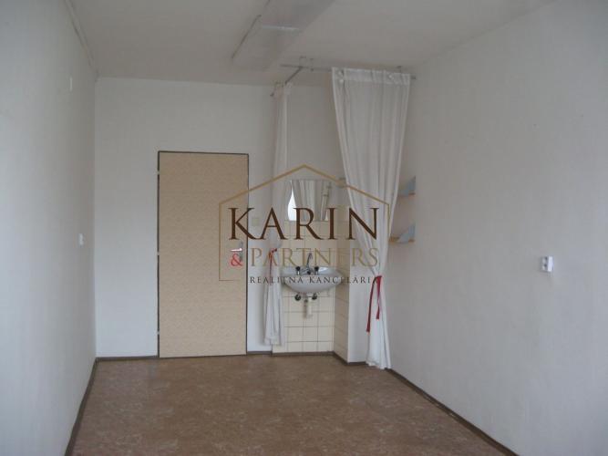 Reality LEN: 140.-€/ mesiac! Ponúkame na prenájom kancelárie/ viacúčelové miestnosti 18m2 + parkovac