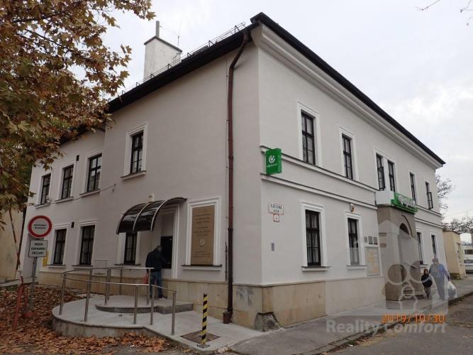 Reality Na prenájom 3 podkrovné kancelárie v centre Prievidze