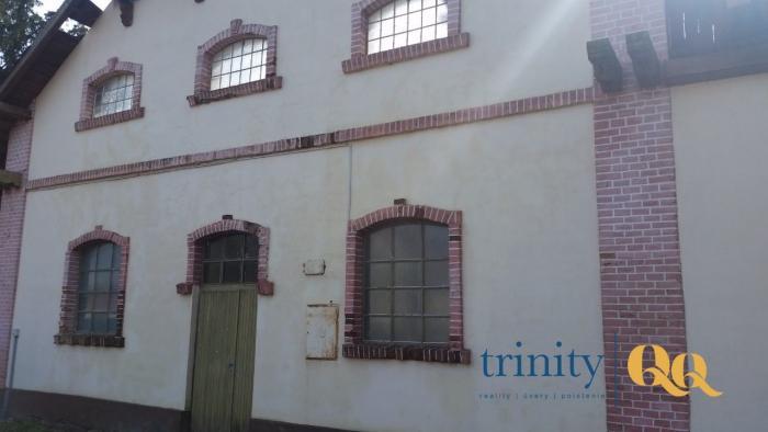 Reality Ponúkame Vám na predaj historickú budovu Želiezovce