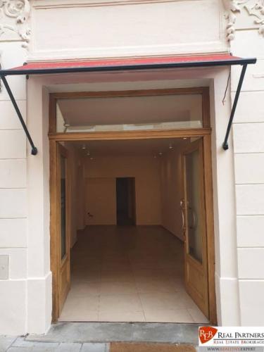 Reality REB.sk Na prenájom obchodný priestor 50 m2 v centre Starého Mesta