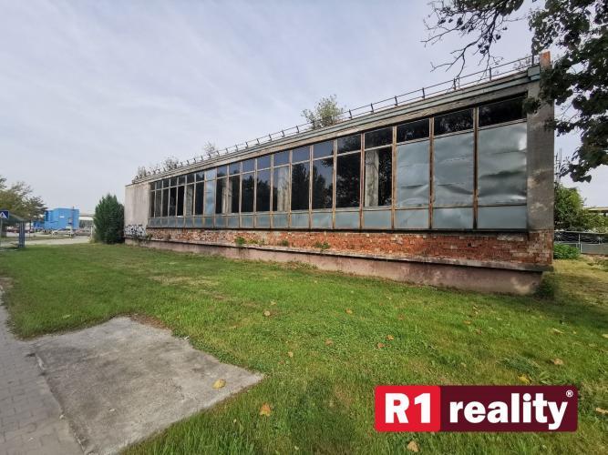 Reality Prevádzková hala (bývalá závodná jedáleň) s pozemkami výmery 3079 m2, Malacky- Továrenská