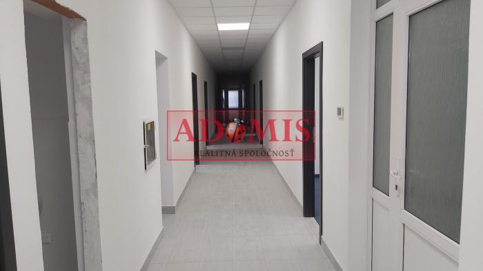 Reality ADOMIS - Prenájom kancelárií, kompletne zrekonštruovaných priestorov od 15 - 20m2 s vlastným p