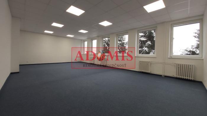 Reality ADOMIS - Prenájom kancelárií, kompletne zrekonštruovaných  priestorov 13, 15, 20, ..37m2 s vlas