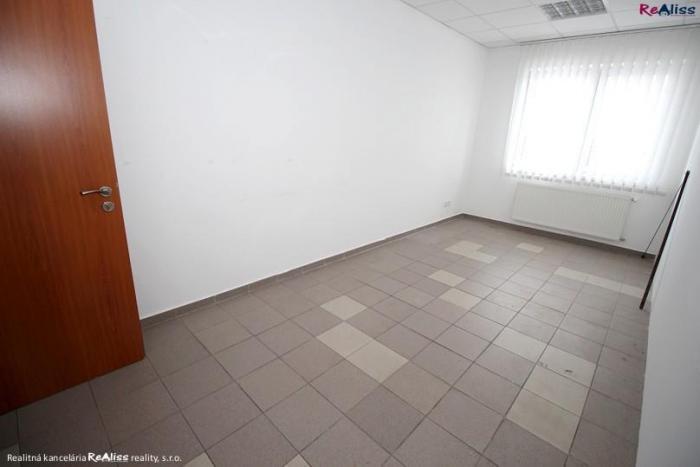 Reality Prenájom kancelárskych priestorov o rozlohe 17 m2 v centre Bánoviec nad Bebravou
