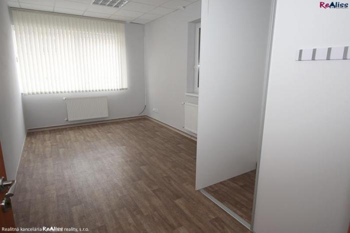 Reality Prenájom kancelárskych priestorov o rozlohe 18 m2 v centre Bánoviec nad Bebravou
