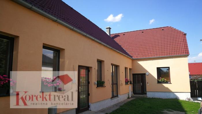 Reality RD v centre so zast. ploch. 400m2  a s pozemkom 2300 m2 v obci Most pri Bratislave.