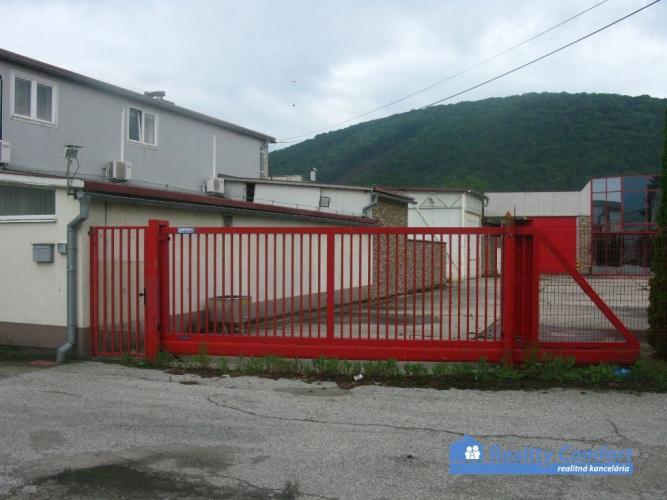 Reality NA PREDAJ, areál - prevádzkový objekt s vlastným dvorom a parkoviskom,  Dolné Vestenice.