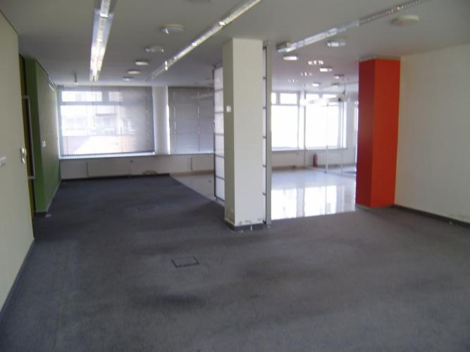 Reality PROMINENT REAL prenajme obchodné priestory v BA IV na ulici Ľ. Fullu.