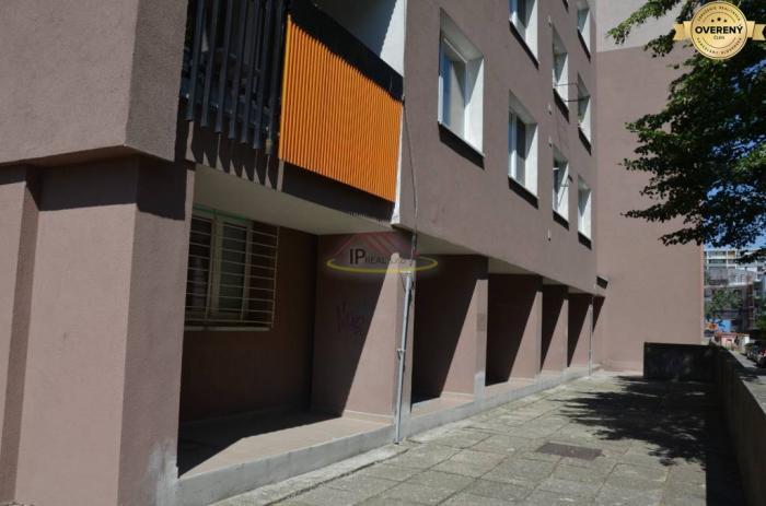 Reality Prenájom nebytového priestoru na prízemí bytového domu v Karlovke