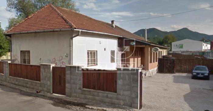 Reality Rodinný dom s autoservisom a garážami na pozemku 1538 m2 v Ružomberku. CENA: 199 000,00 EUR