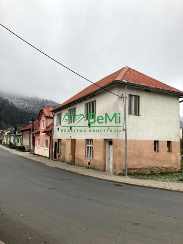 Reality Investičná príležitosť v centre obce Brusno