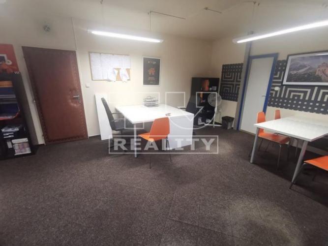 Reality Kancelárske priestory na prenájom 38m2, Nitra- Chrenovská ulica. CENA: 300€/mesiac