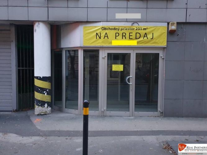 Reality REB.sk Na predaj obchodný priestor 231 m2 v Starom Meste