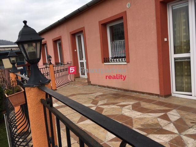 Reality Polyfunkčný dom: bývanie-kancelárie-prevádzka (F054-155-ANM)