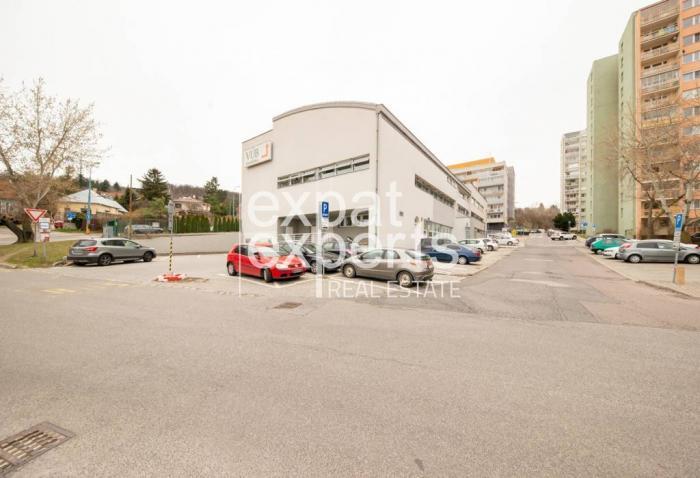 Reality Trojpodlažná administratívna budova, 2969 m2, parkovanie, Kramáre