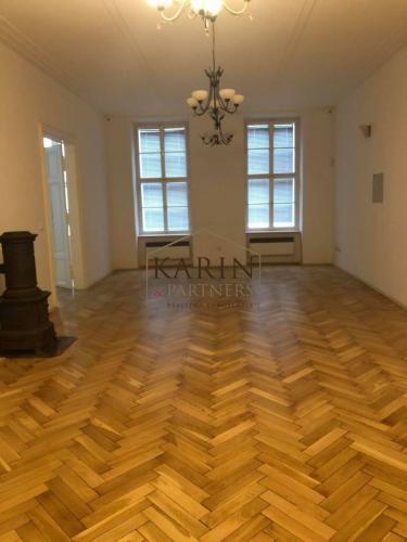 Reality PRENÁJOM - priestor pre sídlo firmy, 220 m2 v historickom centre s balkónom do pešej zóny