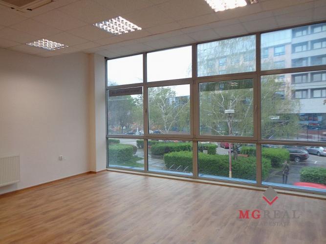 Reality Priestory s plochami 90 m²  v centre Trnavy vhodné na na kanceláriu, pohybové cvičenia, účtov