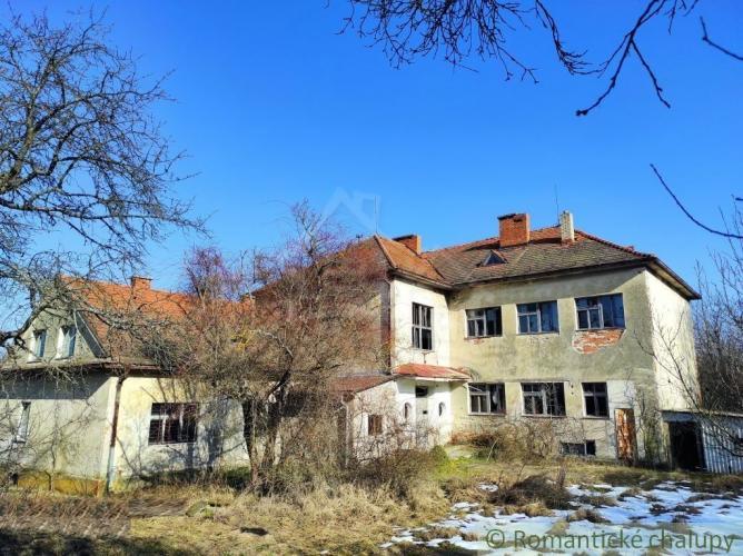 Reality NOVÁ CENA !!!Ponuka pre podnikavých - Budova starej školy v peknom prostredí pri Detve