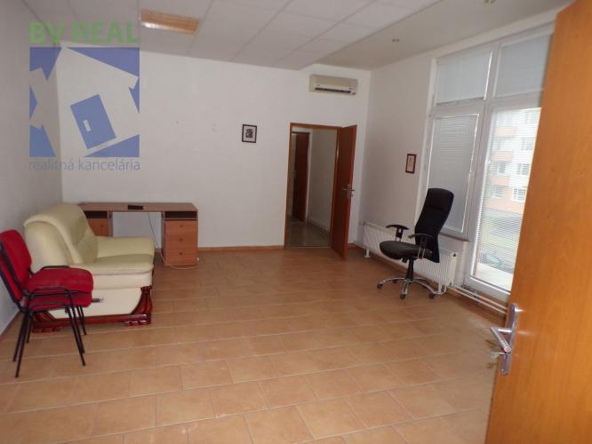 Reality BV REAL Na prenájom komerčný priestor 90 m2 Prievidza OD Rozvoj FM1040