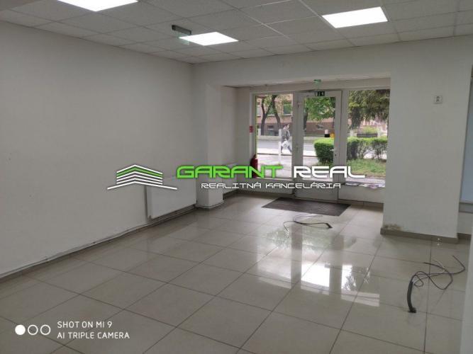Reality GARANT REAL - prenájom obchodný priestor s výkladom, 120 m2, Stropkov, centrum