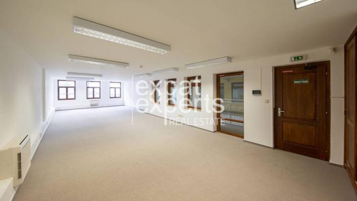 Reality Kancelárske priestory, 90m2, nezariadené, parkovanie, Karpatská