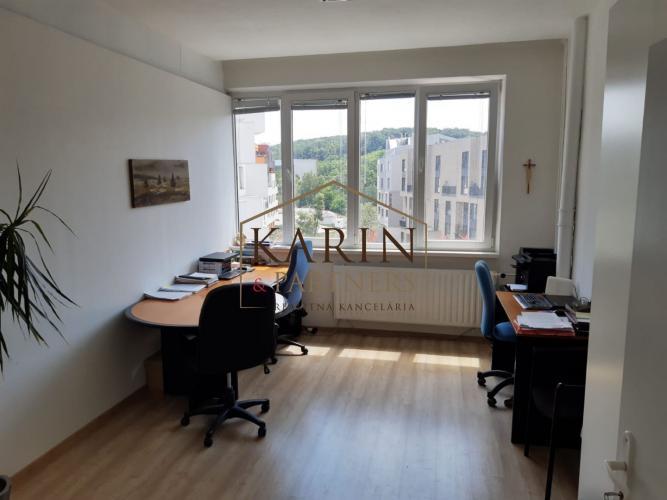 Reality Prenájom klimatizovaná kancelária 17m2, ul. Polianky, BA IV., Dúbravka. Samostatné kancelárie