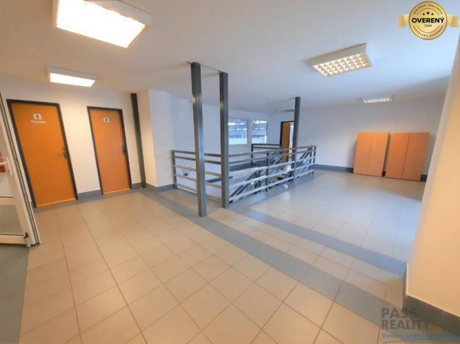 Reality Prenájom-kancelárie 4 x 13 m2, parkovanie, sklady, Ružinov,blízko IKEA