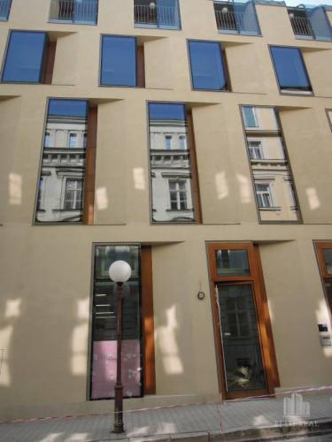 Reality KONVENTNÁ - obchodný priestor s výkladmi v novostavbe - Staré Mesto