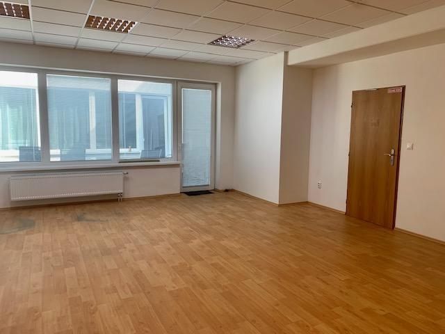 Reality Kancelárie na prenájom v polyfunkčnom objekte, od 214 do 465eur s parkovaním