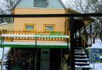 Reality Ponúkame na predaj chatku v tichom prostredí záhradných chatiek v obci Bartošova Lehôtka.( 190
