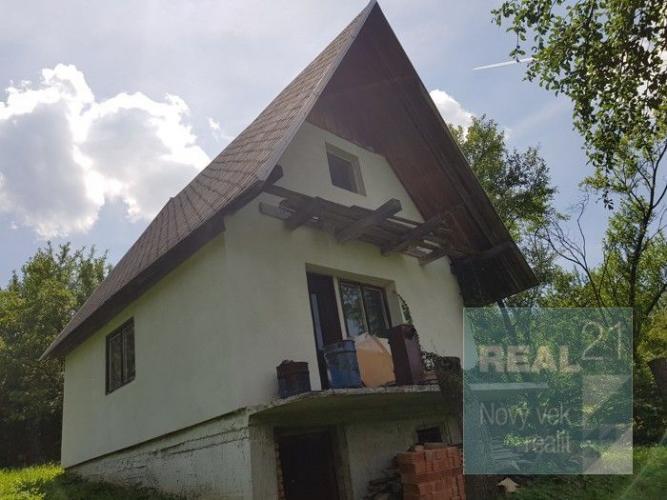 Reality Ponúkame na predaj rozostavanú chatu v rekreačnej oblasti pri Nimnici, s krásnym pozemkom 1022m2