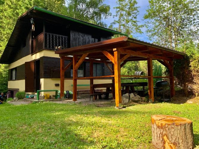 Reality Dvojpodlažná rekreačná chata v peknom prostredí