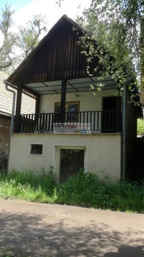 Reality Ponúkame na predaj chatu v Bátovciach s vínnou pivnicou v rekreačnej oblasti neďaleko priehrady