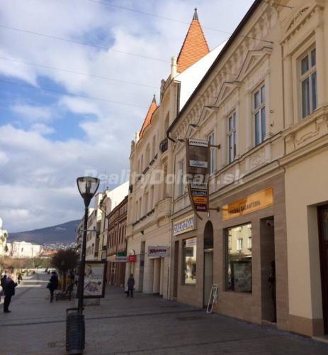 Reality NA PREDAJ polyfunkčná historická budova na pešej zóne, Nitra