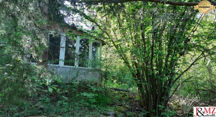 Reality Rekreačné obydlie + pozemok 860 m2 Bátovce (SM – 376)
