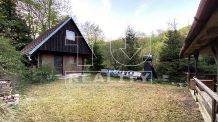 Reality Dve menšie chatky, vyhľadávaná lokalita, Buková - oblasť Sokolské chaty CENA: 27 000 €