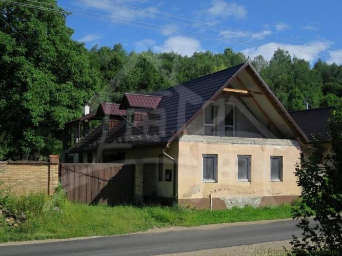 Reality Vidiecky dom na peknom pozemku v Medzeve