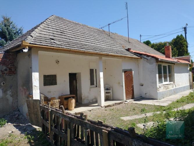 Reality Okr. Šaľa  – NA PREDAJ  3 zbový rodinný dom – chalupa s garážou v rekonštrukcii v obci TE