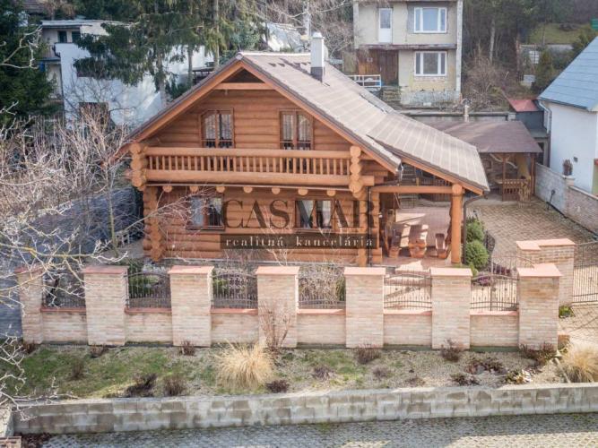 Reality CASMAR RK -Exkluzívne!!! Zrubová dom pri ramene Váhu