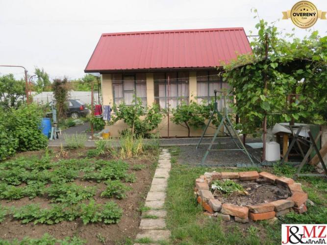 Reality Mestký Majer - záhrada s chatkou (IF1204)
