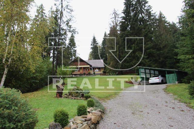 Reality Exkluzívne iba u nás predaj chalupy pri lese s pozemkom 1170m2 v Ružomberku. CENA: 130 000,00 EUR