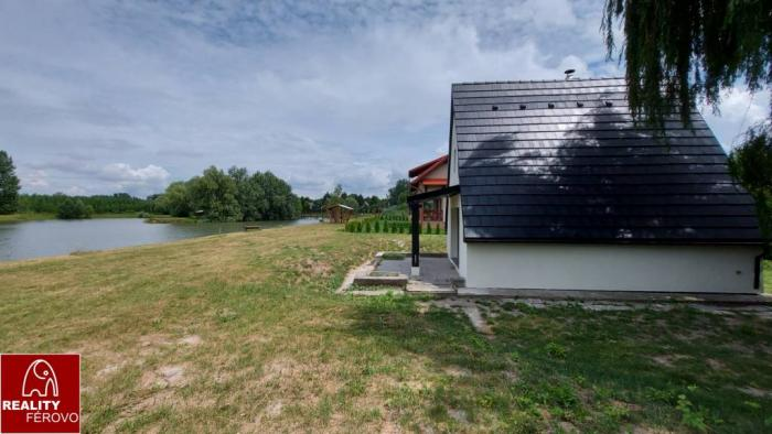 Reality Ponúkame na predaj chatu v Čergove priamo pri vodnej ploche