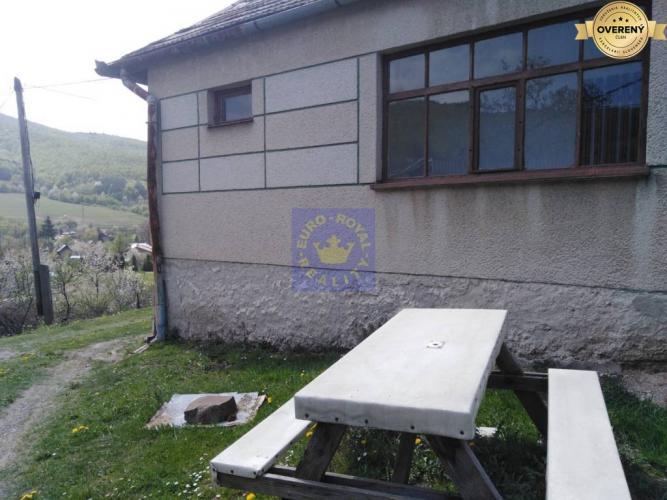 Reality Rodinný domček s výhľadom na pozemku vo výmere 1145m2 Hrabičov