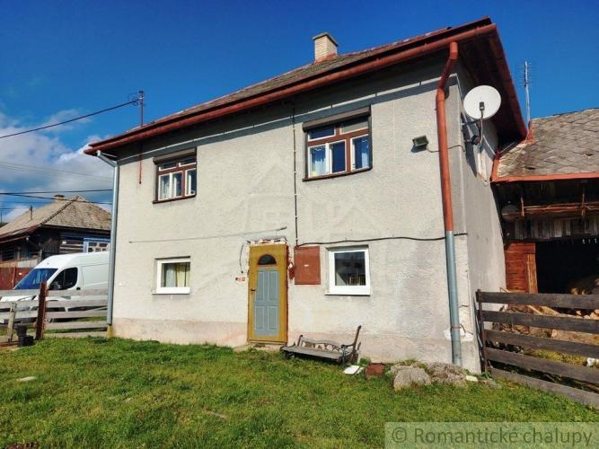Reality Dom s veľkým pozemkom na okraji obce Šumiac.