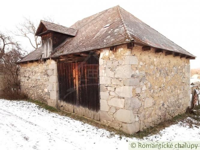 Reality Kamenná stavba s rozsiahlym pozemkom na Krupinskej pahorkatine - Suché Brezovo