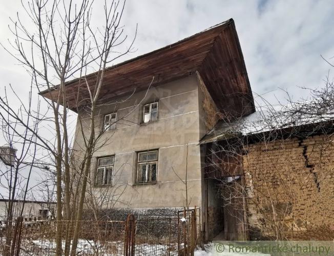 """Reality Pôvodná chalupa s """"výškou"""" a gazdovským dvorom na Vrbovských kopaniciach len u nás na pre"""