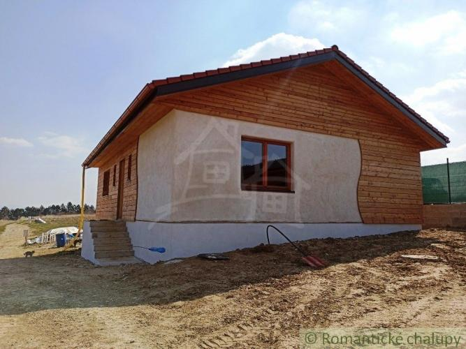 Reality Novostavba domu z prírodných materiálov  v Trenčianskom Jastrabí na predaj