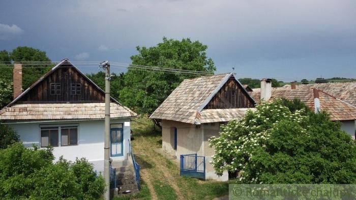 Reality Priestranná čiastočne zrekonštruovaná chalupa s priestranným pozemkom v Štiavnických vrchoch